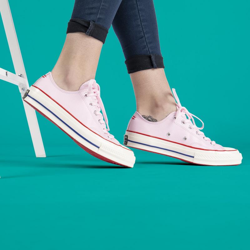 Sneakerși de damă